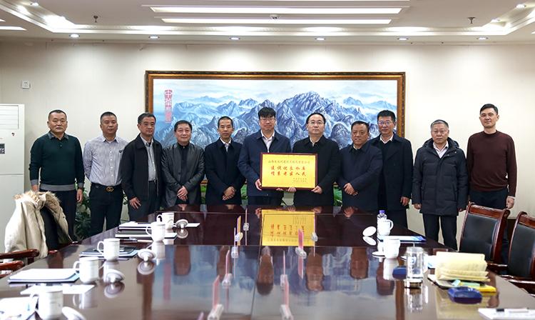 江西省寻乌县领导一行到山西168极速赛车是哪里开奖的进行访问