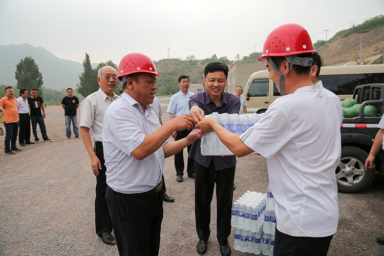 省水利厅副厅长王贵平到我局东山供水十一标工地进行慰问